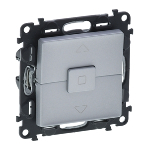 Изображение Valena LIFE.Выключатель кнопочный управления для жалюзи и рольставней 6А 250В.С лицевой панелью.Безвинтовые зажимы.Алюминий